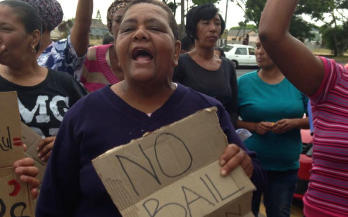 FILE: Community members chant 'no bail' outside court where Justin Langley's alleged killers appeared on 11 November 2014. Picture: Lauren Isaacs/EWN.