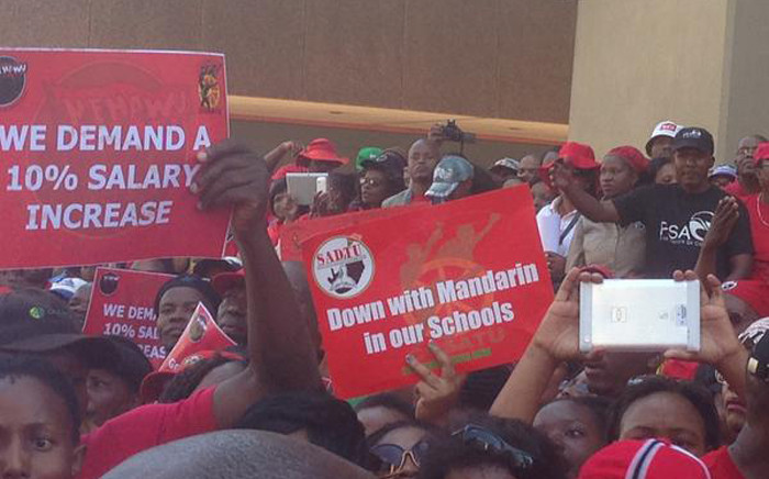 FILE: Around 10,000 people marching through the Pretoria city centre calling for better wages in the public sector on 23 April 2015. Picture: Govan Whittles/EWN.