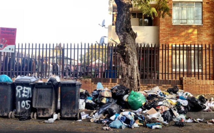 FILE: No refuse had been collected in many Johannesburg suburbs due to the Pikitup strike. Picture: twitter/@urbanjoburg