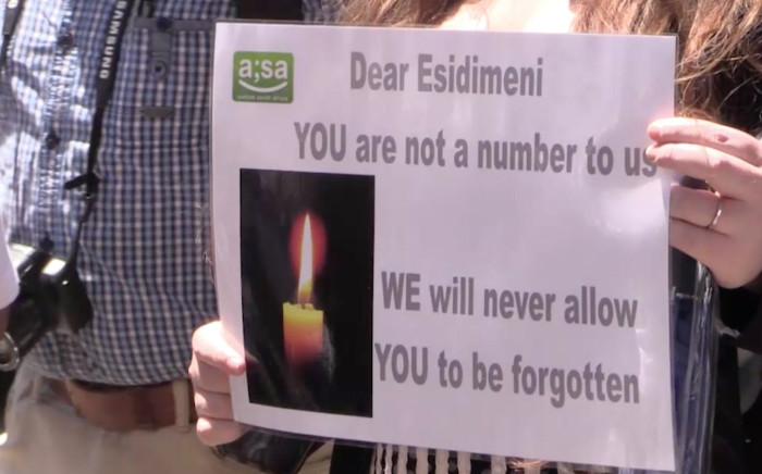 Life Esidimeni protestors outside the Gauteng health department in Johannesburg. Picture: Kgothatso Mogale/EWN.