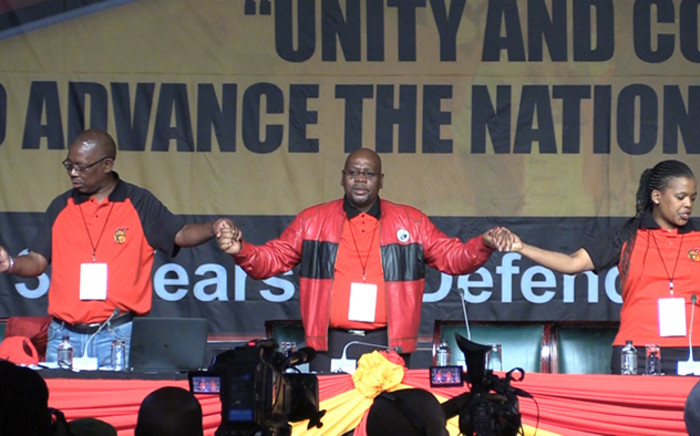 Cosatu President Sdumo Dlamini holds hands with union leadership during the opening day of the national congress. Picture: Vumani Mkhize/EWN.