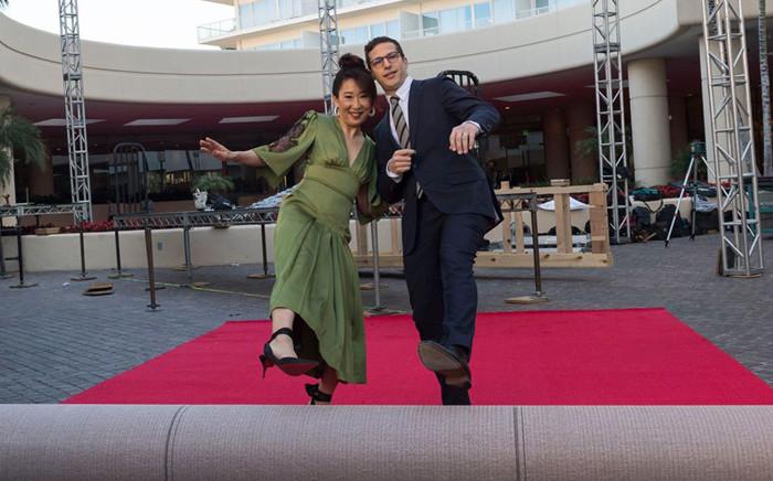 Golden Globes hosts Sandra Oh and Andy Samberg. Picture: @GoldenGlobes/Facebook.com.