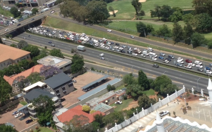 Cosatu's drive-slow against the Gauteng e-tolls on the M1 north on 6 December 2012. Picture: Shain Germaner/EWN