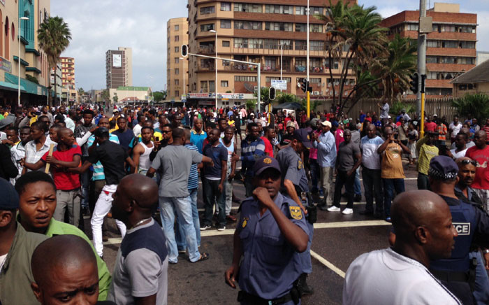 Police are trying to disperse a large crowd of around 2,000 people following a standoff between foreign shop owners and locals in Durban on 14 April 2015. Picture: Vumani Mkhize/EWN.