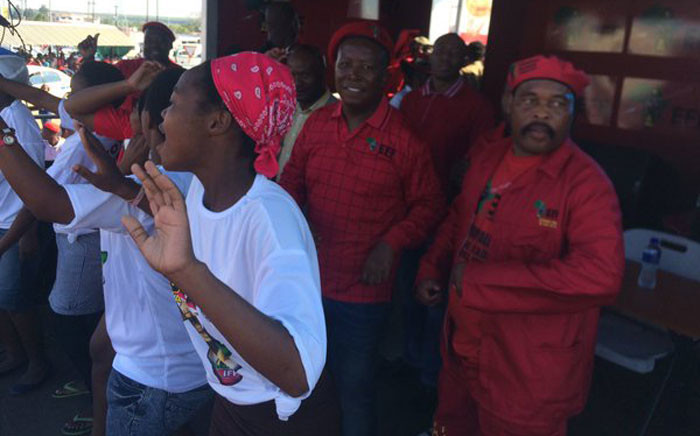 FILE: Inkatha Freedom Party members come on stage in a sign of political tolerance for the Economic Freedom Fighters. Picture: Twitter @EFFSouthAfrica.