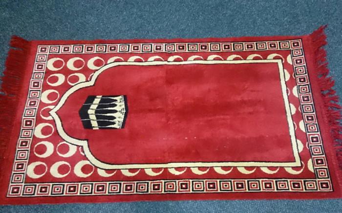 FILE: A Muslim prayer mat. Picture: EWN.