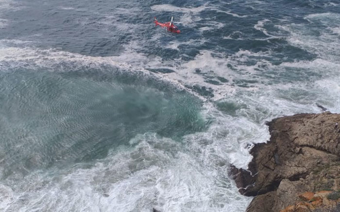FILE: A rescue helicopter conducts a recovery mission after a car plunged over the cliffs at Herolds Bay, near George. Picture: @ER24EMS/Twitter