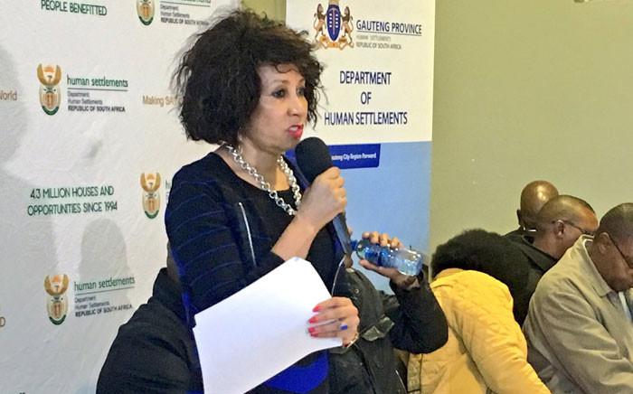 Human Settlements Minister Lindiwe Sisulu addresses representatives of disgruntled Gauteng communities in Soweto, 14 May 2016.  Picture: Katleho Sekhotho/EWN