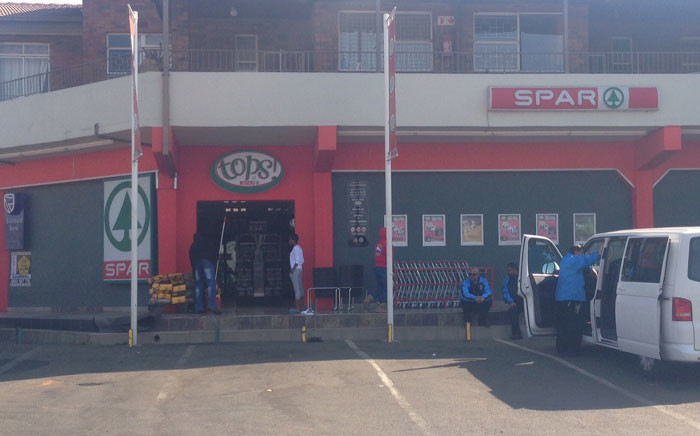 Police say the nine men fled the scene in a Golf GTI and a Ford Ranger. Picture: Vumani Mkhize/EWN.