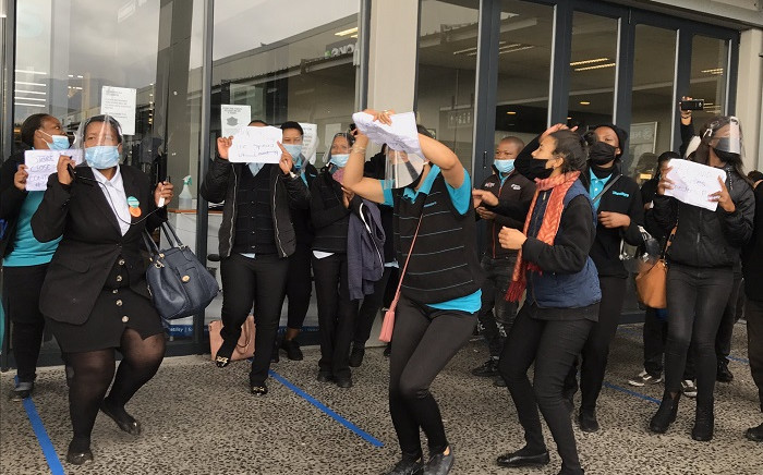 FILE: Workers at a Checkers store in Rylands on 15 May 2020 protested after staff members accused management of failing to properly deep clean the building after a colleague tested positive for COVID-19. Picture: Jarita Kassen/EWN.
