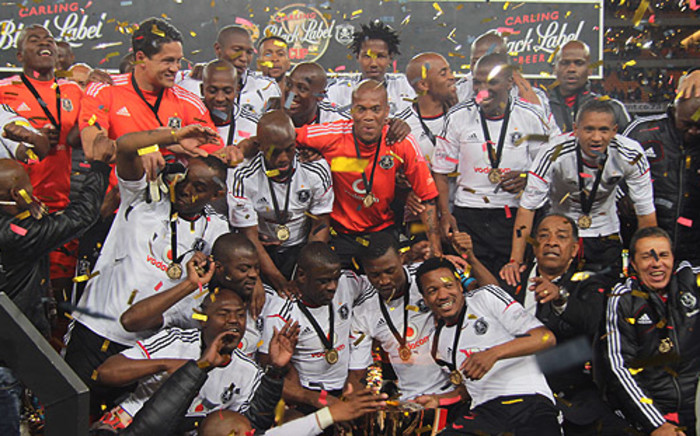 Orlando Pirates players celebrate after winning the 2012 Carling Black Label Cup at FNB Stadium. Picture: Taurai Maduna/EWN