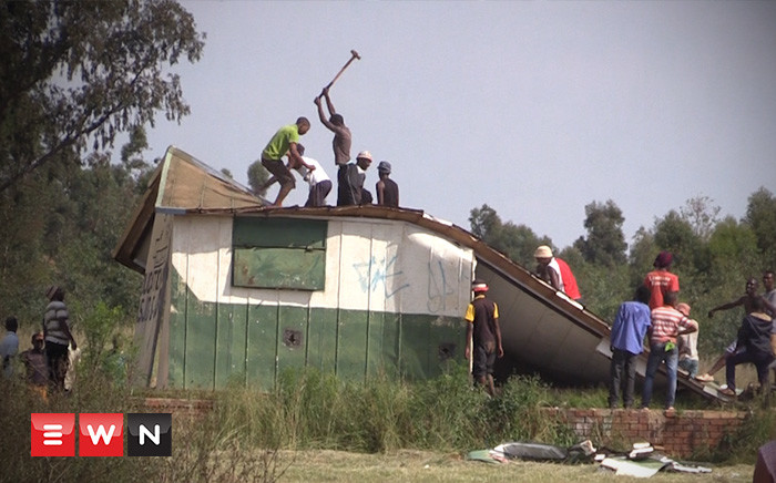 Disgruntled residents in Orange Farm have demolished the al-Taweed voter registration station in Orange farm. Picture: Kgothatso Mogale/EWN.