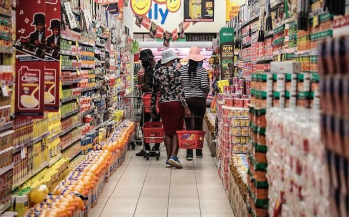 Customers shopping at Shoprite. Picture: Abigail Javier/EWN