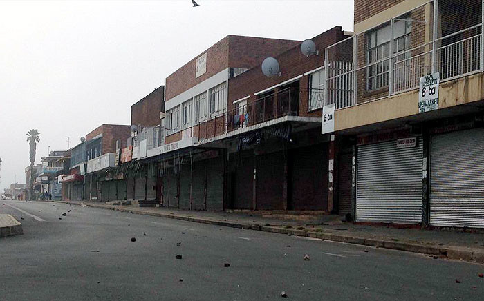 Hostel dwellers in Actonville on the East Rand went on a rampage on 19 April 2015, throwing stones at police and trying to loot foreign owned businesses. Pictures: Mia Lindeque/EWN