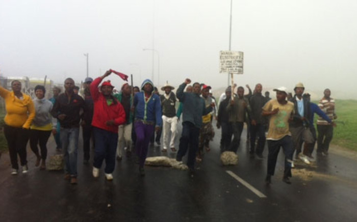 Philippi residents demonstrate over service delivery issues on 4 June 2012. Picture: Carmel Loggenberg/EWN.