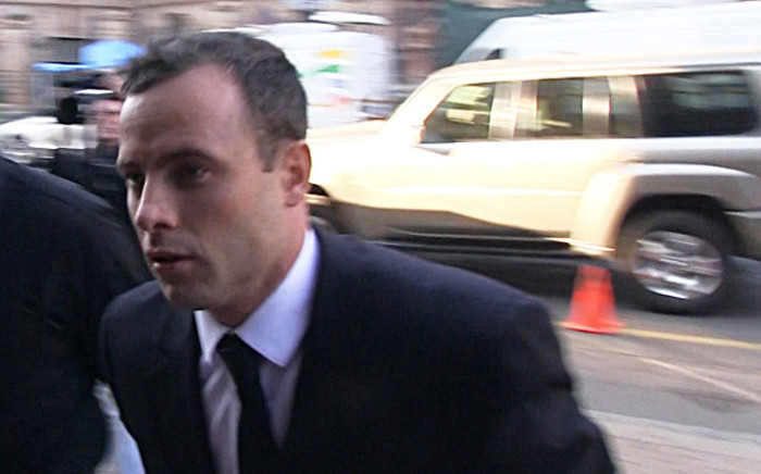 FILE:Oscar Pistorius gets dropped of in front of the High Court in Pretoria ahead of Day 37 of his murder trial on 3 July 2014. Picture: Reinart Toerien/EWN.