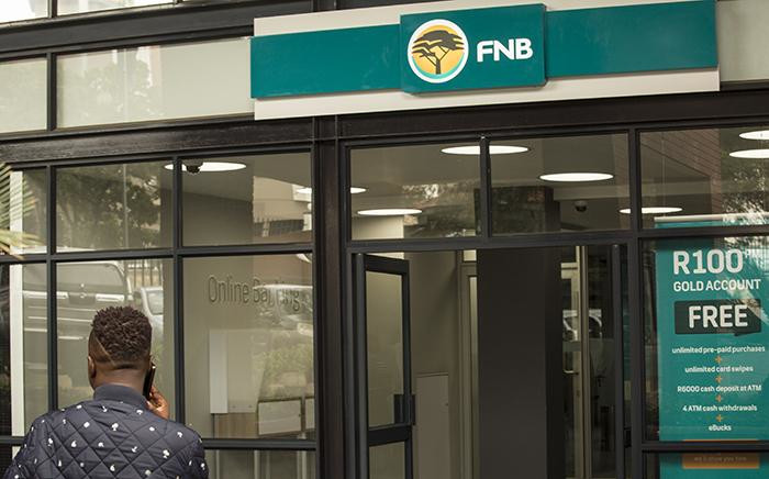A man sits at the entrance to the FNB Randburg branch in Johannesburg. Picture: EWN.