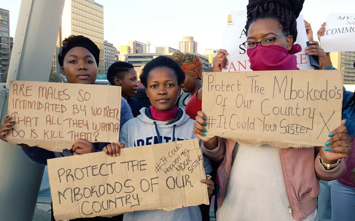A group of students gathered on Nelson Mandela Bridge to add their voices against the abuse of women. Picture: Clement Manyathela/EWN