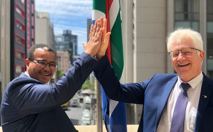 Premier Alan Winde and Harry Malila, the province's director-general. Picture: @alanwinde/Twitter