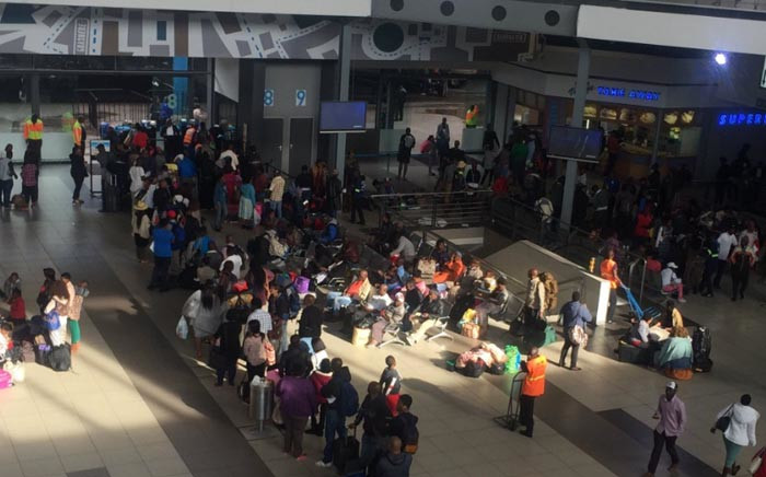 FILE: Bus commuters queuing to secure tickets at Park Station on the eve of the Easter long weekend. Picture: Thando Kubheka/EWN.