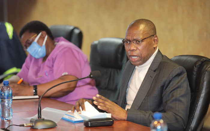 Health Minister Zweli Mkhize speaks at the Charlotte Maxeke Hospital in Johannesburg on 20 April 2021 after inspecting the damage caused by a fire. Picture: @GautengHealth/Twitter