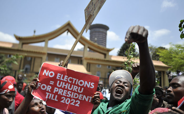 FILE: Supporters of President Uhuru Kenyatta-led Jubilee Alliance shout slogans during a demonstration on 19 September 2017 outside the Supreme Court of Kenya in Nairobi. Picture: AFP