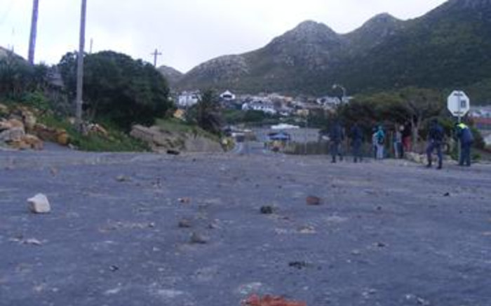 FILE: Rocks littered the road in Hout Bay after violent clashes between police and residents. Picture: EWN.