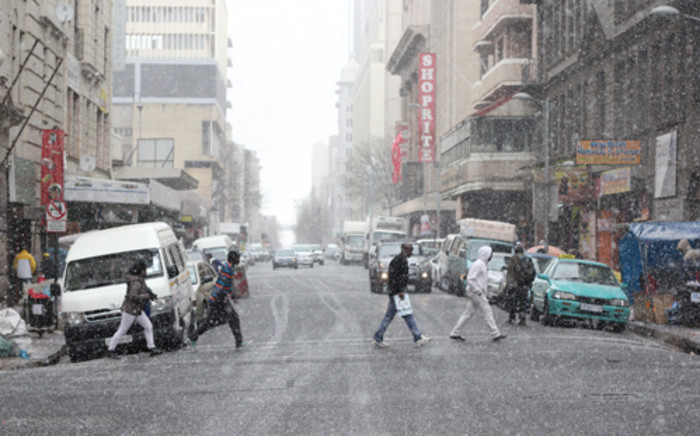 Snow falls in the Johannesburg CBD after most parts in country reported cases of heavy falls on 7 August 2012. Picture: Po-Chuan You/iwn.