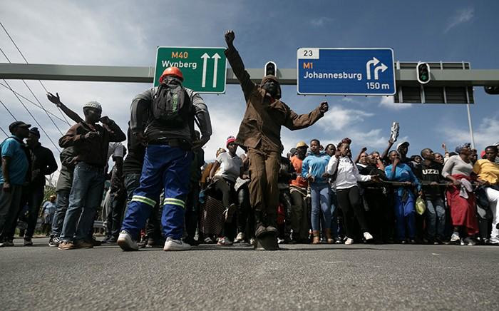 FILE: Alexandra community members blocked Grayston Drive in Sandton on 8 April 2019 as they made their way to the Gauteng local municipal offices to meet with Mayor Herman Mashaba. Picture: Sethembiso Zulu/EWN.