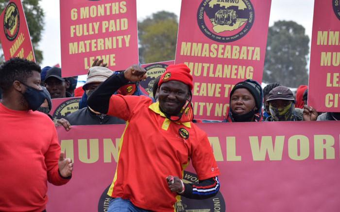 FILE: Samwu members protest in Pretoria on 1 June 2021. Picture: @SAMWUnion/Twitter