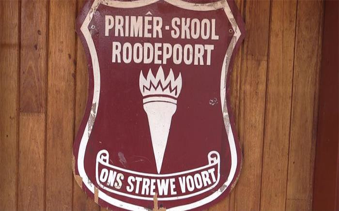 Roodepoort Primary school emblem where ongoing clashes between parents and government have been taking place. Picture:Kgothatso Mogale/EWN