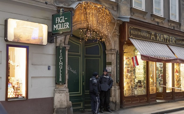 Austrian special force officers stand guard at the site of a shooting outside Figlmueller passage in the city centre of Vienna, Austria, on 21 December, 2018. Picture: AFP