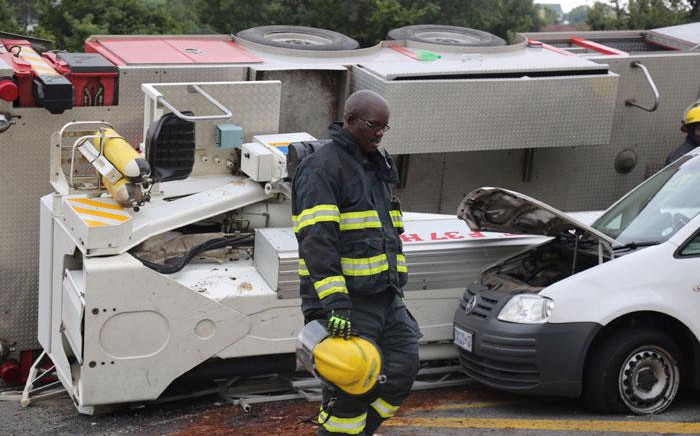 FILE: A Johannesburg Emergency Services firefighter on the scene of an accident in which a fire engine crashed in Constantia Kloof, Roodepoort. Picture: Christa Eybers/EWN