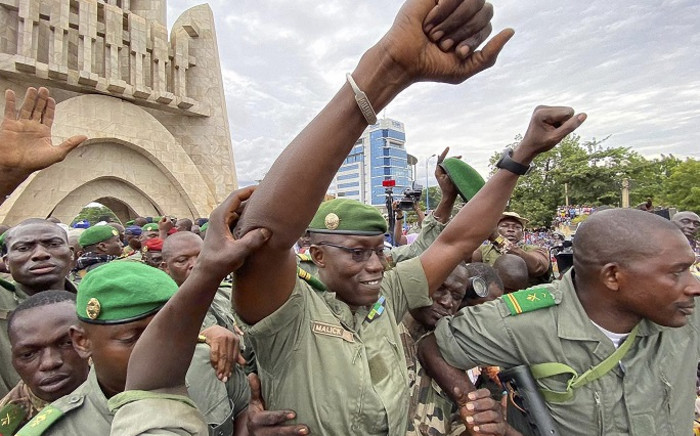 Colonel Malick Diaw (C), vice-president of the CNSP (National Committee for the Salvation of the People) gestures to a crowd of supporters as he arrives escorted by Malian soldiers at the Independence square in Bamako, on 21 August 2020. Picture: AFP.