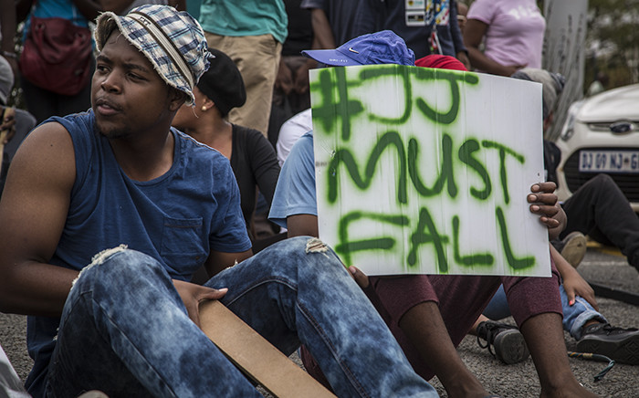 A University of the Free State student holds up a placard calling for the removal of the institutions Vice Chancellor Jonathan Jansen during protests on main campus in Bloemfontein. Picture: Reinart Toerien/EWN.