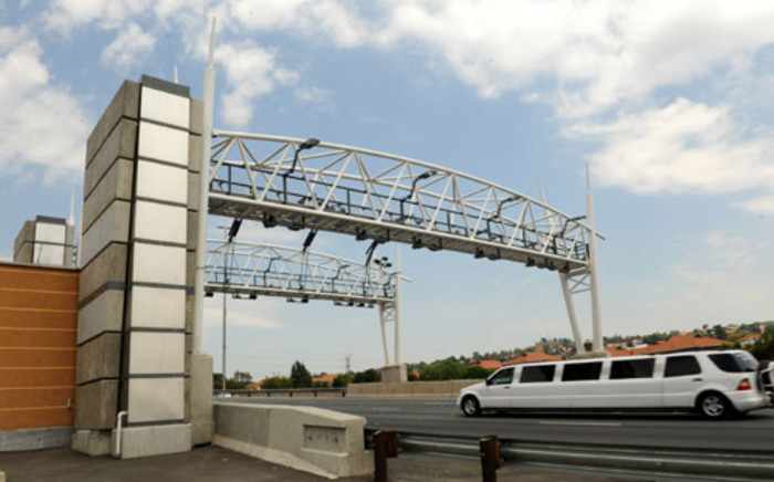 A limousine drives past a toll gantry along the N12 highway in Johannesburg. Picture: Werner Beukes/SAPA.