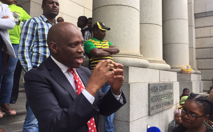 SABC Group Executive of Corporate Affairs Hlaudi Motsoeneng addresses supporters outside the Western Cape High Court. Picture: Xolani Koyana/EWN.