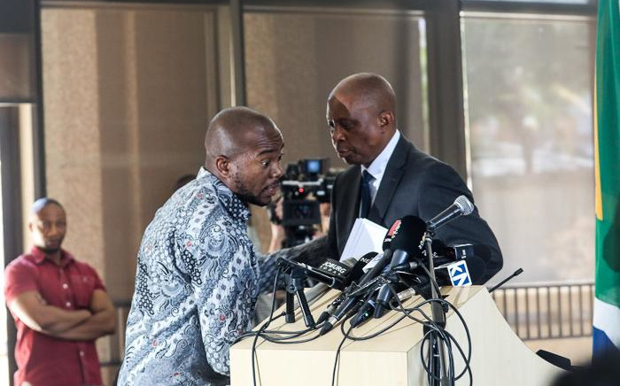Heman Mashaba (right) announces his resignation as Johannesburg Mayor and member of the Democratic Alliance (DA) on 21 October. Picture: Kayleen Morgan/EWN