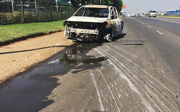 Truck drivers  and meter taxi drivers barricaded the R21 south near the Barbara Road off-ramp and the R24 near Jones Road in the early hours of Friday morning. Police confirmed that more than 30 meter taxi drivers were arrested.  Picture: Sethembiso Zulu/EWN