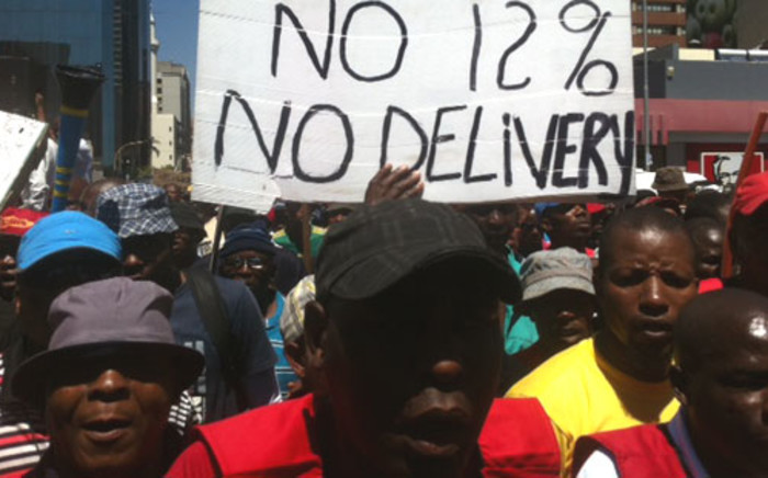 Truck drivers embarked on a strike on 24 October, demanding a salary increase of 12 percent, a strike laced with violence. Picture: Taurai Maduna/EWN.