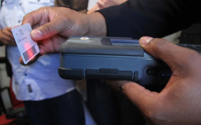 A Department of Home Affairs official scanning the new Smart ID card. Picture: Taurai Maduna/EWN