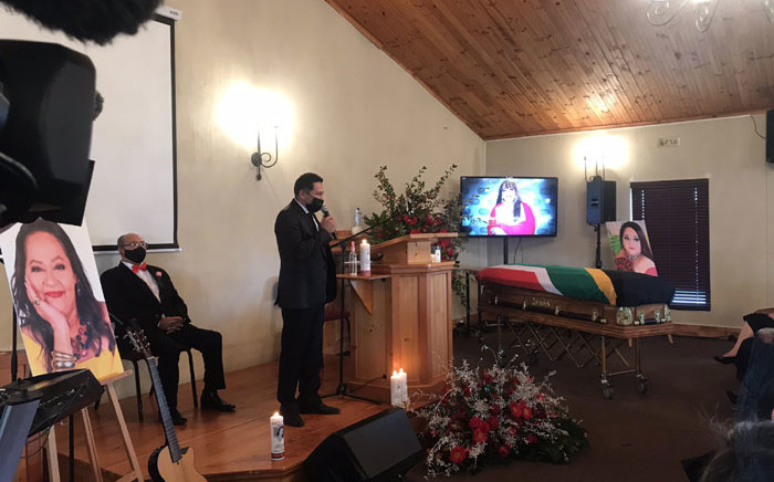 Family spokesperson Alistair Izobell welcomes guests to the special provincial funeral of Shaleen Surtie-Richards at the Durbanville Memorial Park on 13 June 2021. Picture: Lizell Persens/Eyewitness News