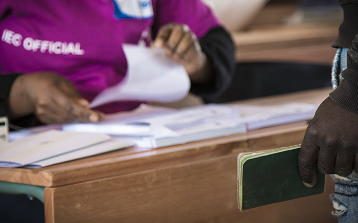 IEC officials process voters at a school in Matsila. Of the 1000 registered voters in the area, by midday only 24 had voted. Indicative of the intimidation and boycott happening in Vuwani. Picture: Thomas Holder/EWN.