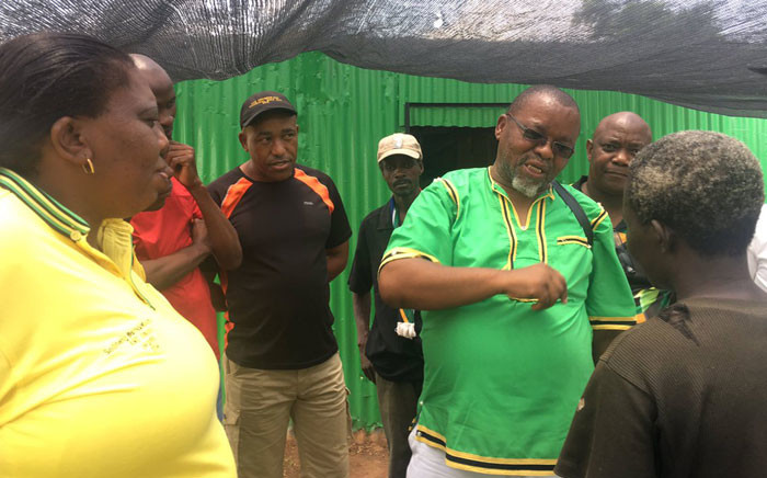 ANC Secretary General Gwede Mantashe telling locals in Evaton that buses will be available to take them to Orlando Stadium on Sunday. Picture: Twitter @MyANC