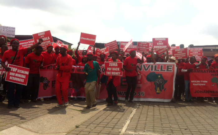 A few hundreds of EFF members gathered at the Mary Fitzgerald Square as they wait for more members and the CIC Julius Malema to arrive on 27 October 2015. Picture: Kgothatso Mogale/EWN.