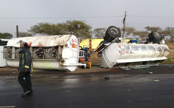 A fuel tanker crashed into a minibus taxi on the R33 near Greytown in KwaZulu-Natal on 22 September killing at least 12 people. Picture: @Netcare911_sa/Twitter