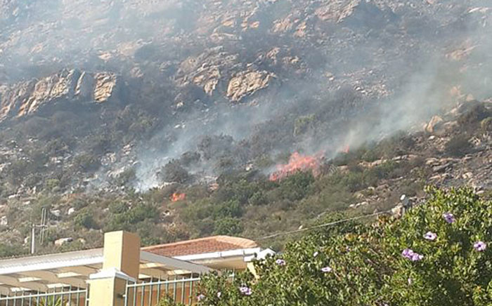Veld fire rages on Lakeside, close to Boyes Drive on 2 March 2015. Picture: Samantha van der Merwe
