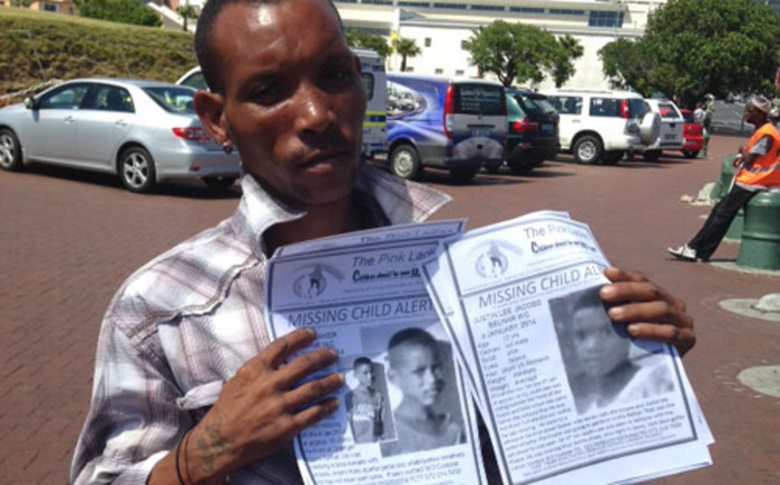 Jonathan Adams hands out posters of the two missing Belhar boys on 10 January 2014. Picture: Lauren Isaacs/EWN