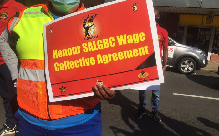 Cosatu in KwaZulu-Natal has staged a picket outside the offices of the provincial treasury in Pietermaritzburg. Picture: Nkosikhona Duma/EWN