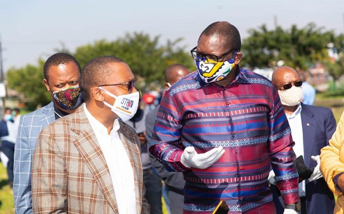 Gauteng Premier David Makhura and Health MEC Bandile Masuku visit the Diepsloot screening and testing site on 8 May 2020. The visit followed a health worker testing positive for COVID-19 in the area and has since been in isolation. Picture: @GautengProvince/Twitter